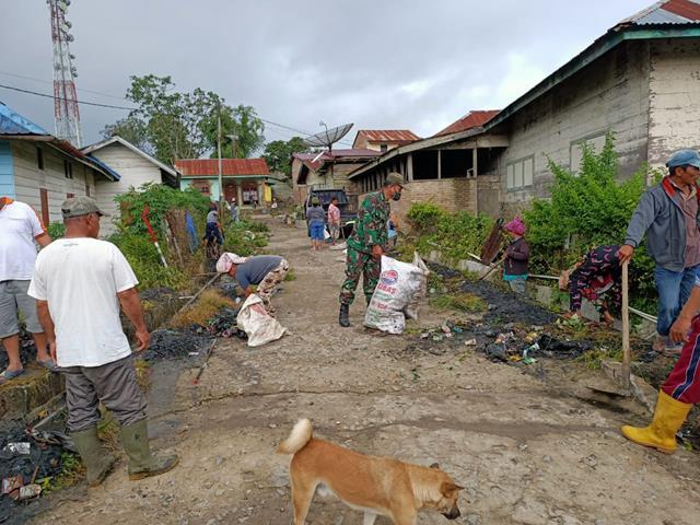 Untuk Melestarikan Lingkungan, Personel Jajaran Kodim 0207/Simalungun Ajak Warga Laksanakan Gotong Royong