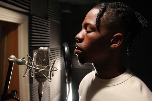 "Newark, NJ Singer R&B Hunter Shines With ""The Jungle"""