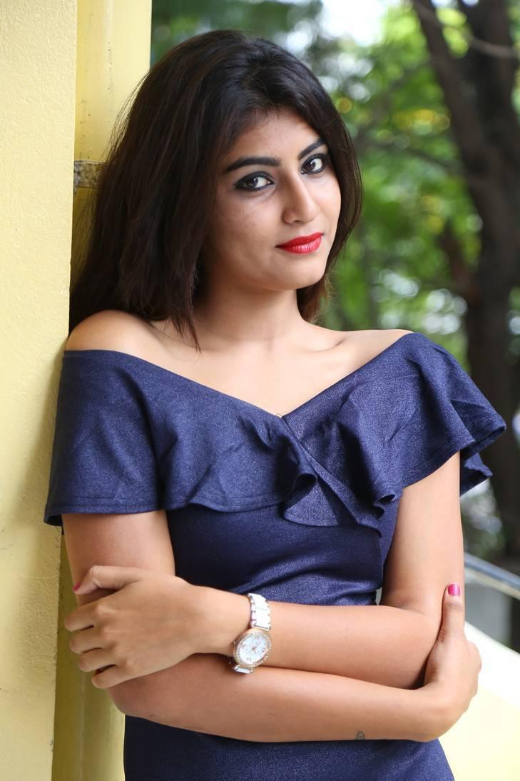 Divya Stills At Malli Vachinda Movie Press Meet
