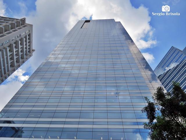 Perspectiva inferior da fachada do edifício Golden Tower - Chácara Santo Antônio - São Paulo