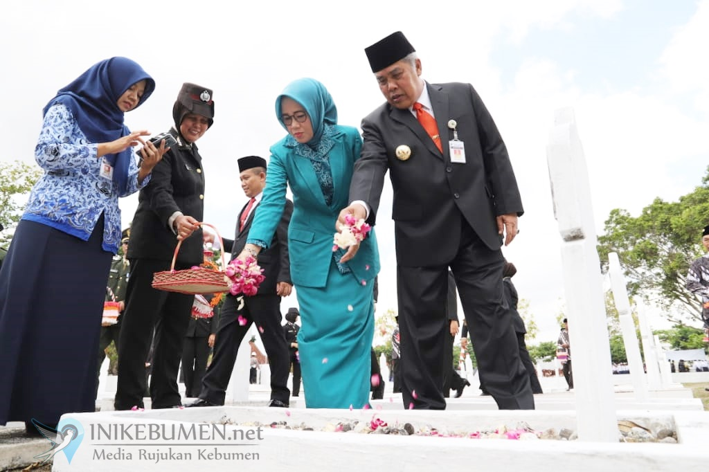 Tabur Bunga Warnai Peringatan Hari Pahlawan di Kebumen