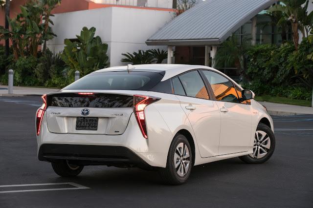 Rear 3/4 view of 2016 Toyota Prius Two Eco