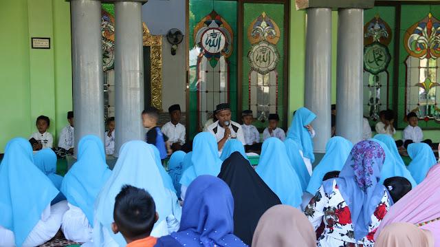 Suami Tugas Ke Papua, Ibu-ibu Persit Gelar Doa Bersama Anak Yatim Piatu