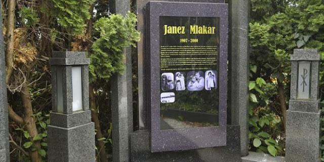 بالصور  أول قبر ذكي في العالم بشاشة لمس 48 بوصة