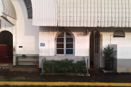 Taman Kecil Di Stasiun Cilebut Bogor
