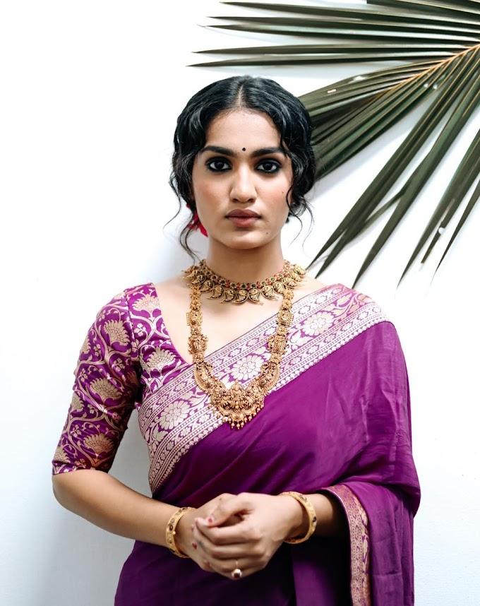 Saniya Iyappan shares Latest Saree Pics  .