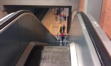 Escaleras mecánicas de Atocha en Madrid