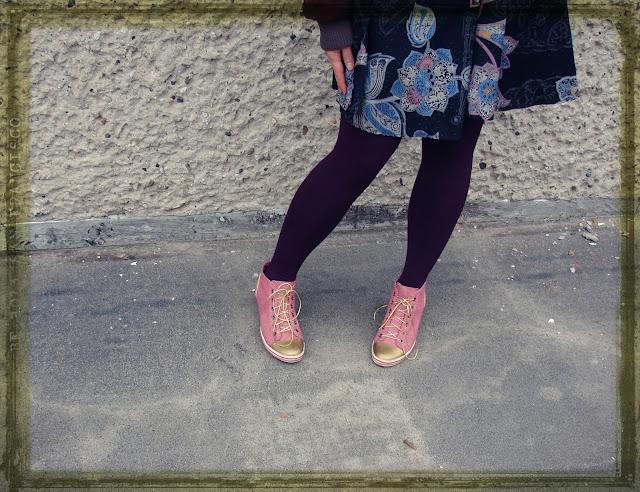 Turn Your Laced Shoes into Slip-Ons-buty-jak-pomalować-sznurówki-złote-czubki-butów-zdarte-obcasy-naprawa-odnowienie-barwienie