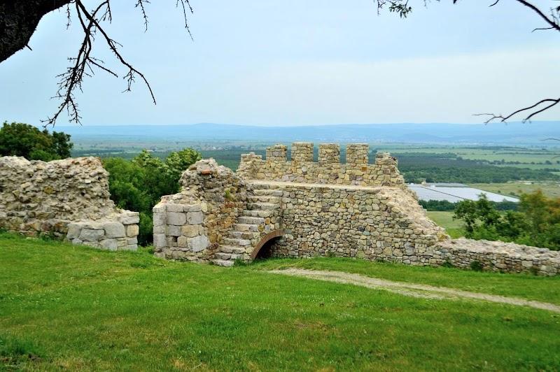 Крепост Неутзикон и тракийска гробница край с. Мезек
