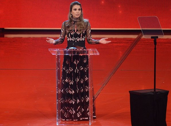 Queen Rania wore Valentino , Oscar de la Ranta printed long dress, valentino gown, diamond rings, gold diamond earrings