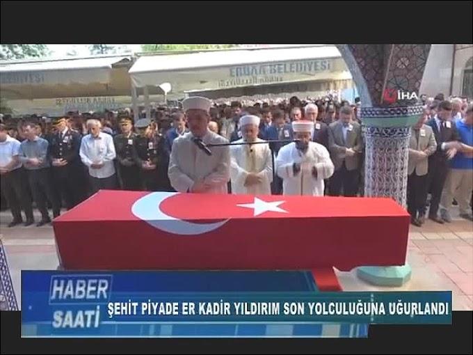 şehit olan Piyade Sözleşmeli Er Kadir Yıldırım'ın memleketi Tokat'ın Erbaa ilçesinde sol yolculuğuna uğurlandı.