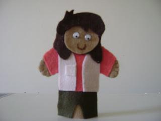 DSC05918 - Dedoches em feltro, chapeuzinho vermelho e Dora aventureira