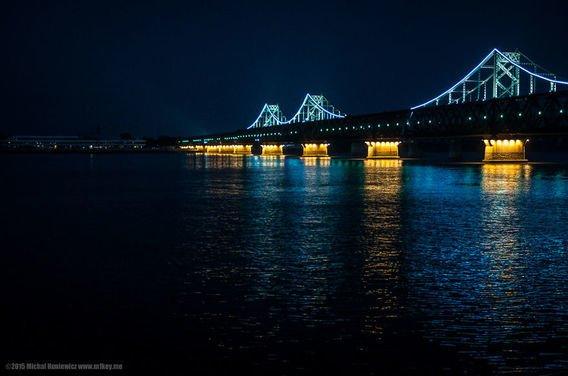 Apalagi saat malam hari, lampu terang hanya bisa ditemukan di Tiongkok.