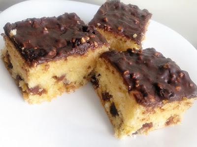 Daktylowe ciasto z wiórkami kokosowymi