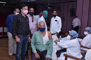 पत्रकारों को द्वितीय डोज के लिए वैक्सीनेशन कैम्प