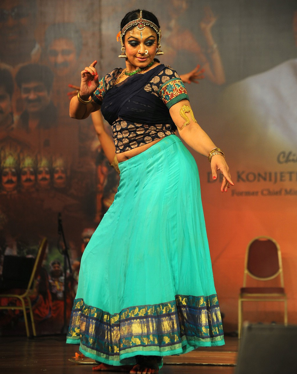 Heroines Dance Photos At Cinemaa Awards 2012: Shobana Hd Wallpapers