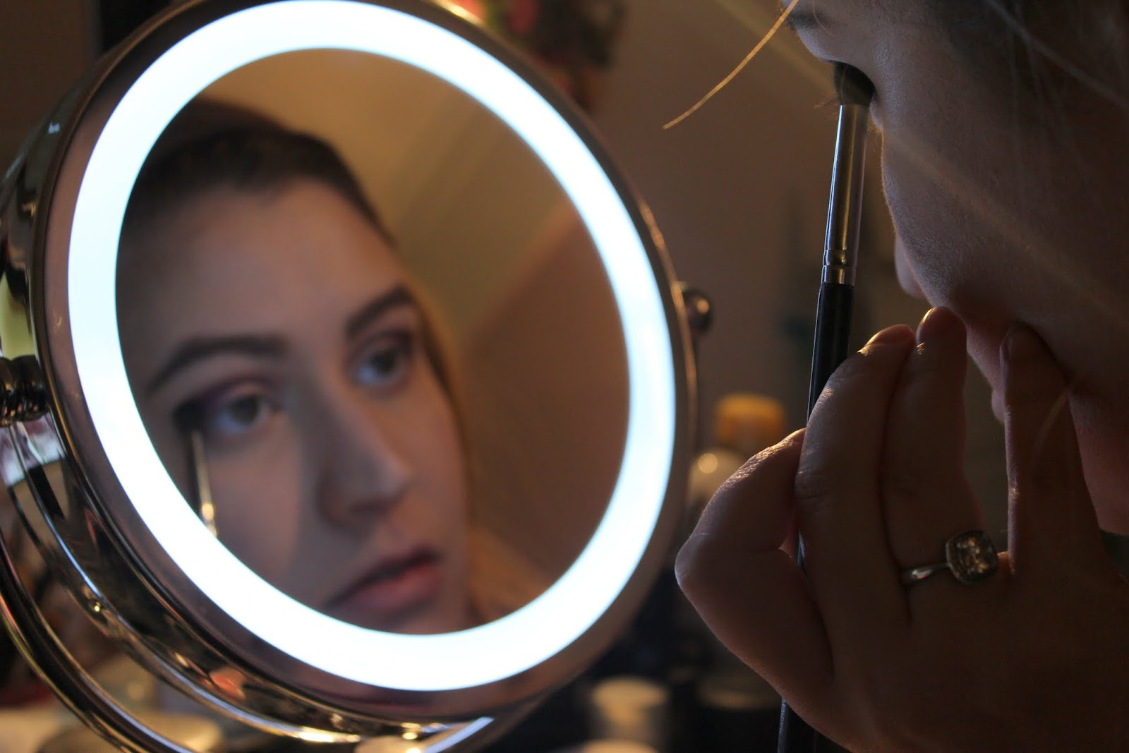 Makeup Ring And Lights: Julia's Fashion Minute: Ring Light Mirror
