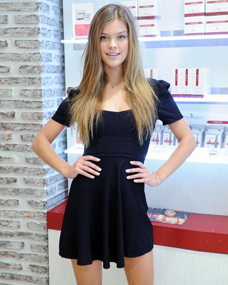 Nina Agdal artis cantik dan aseksi dari Denmark