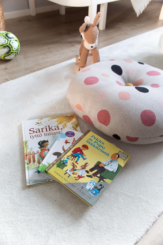 Villa H, lastenhuoneen hitit, Sarika, tyttö Intiasta -kirja