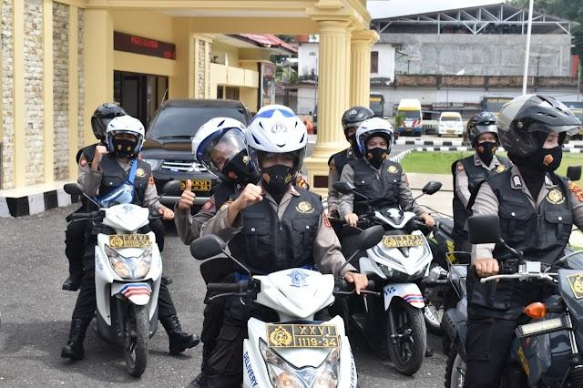 Belasan Polwan Cantik Keliling Kota Bangko Sosialisasikan Prokes