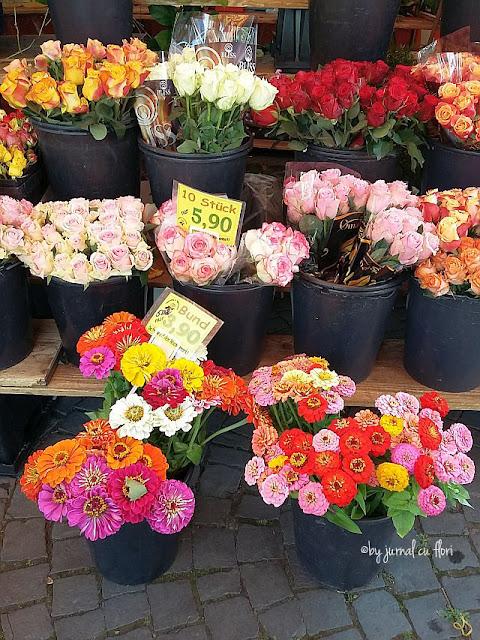 stand cu flori in piata din Frankfurt