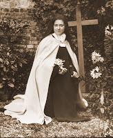 Dio ha esaudito i desideri di Santa Teresa di Lisieux. È lei a guidare i piccoli sulla via della fiducia e dell'abbandono.