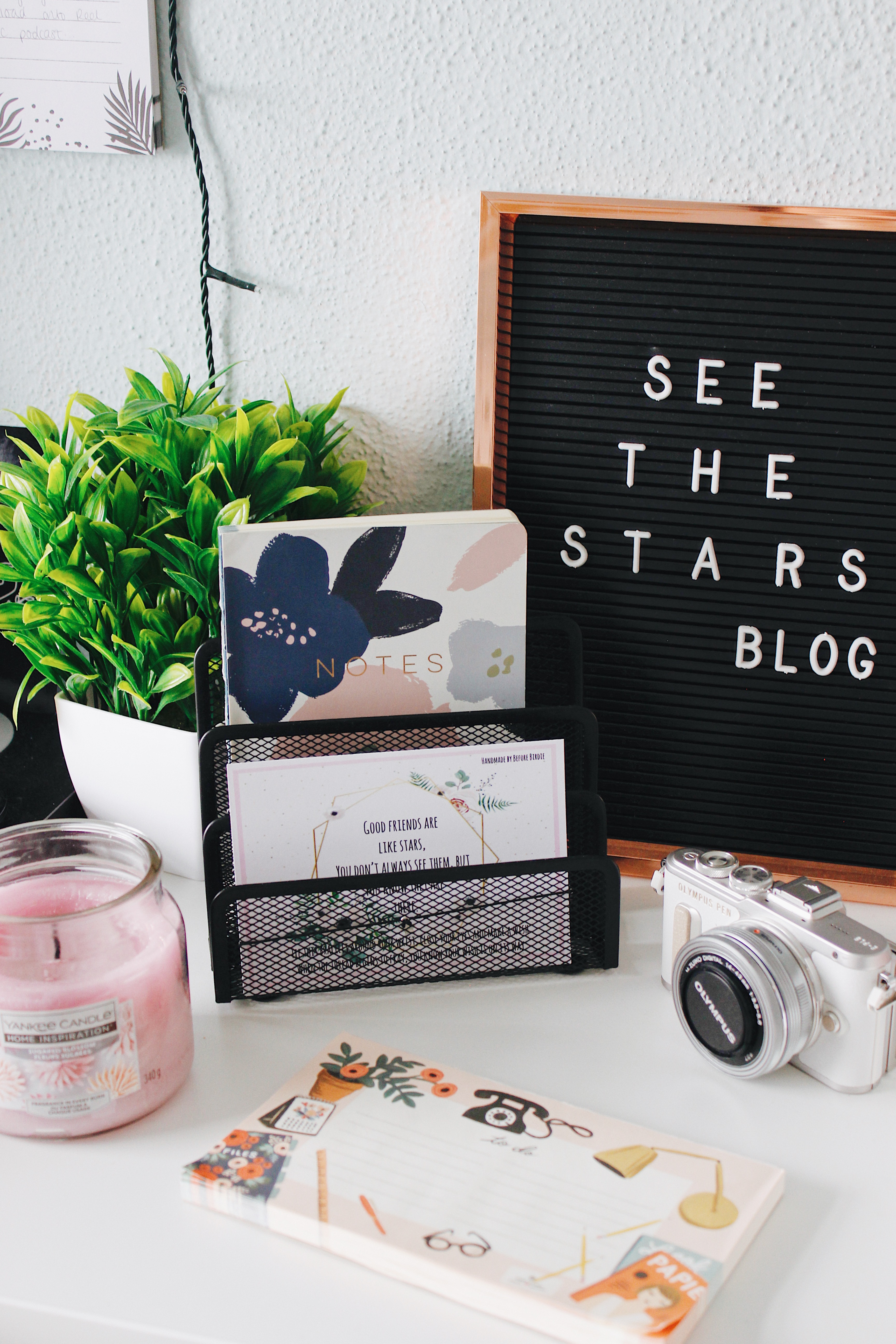 See The Stars - Office Space Makeup | blogger room tour