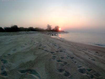Pesona pantai merapin desa lubuk besar