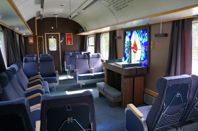 capela dentro de um vagão de trem no cais de Andalsnes