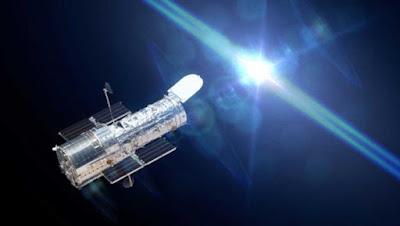 Telescopio spaziale Hubble che osserva una stella.