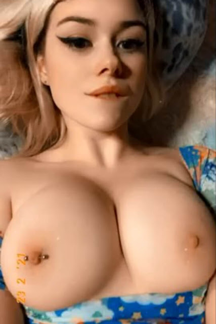 topless sexy  babe natural tits