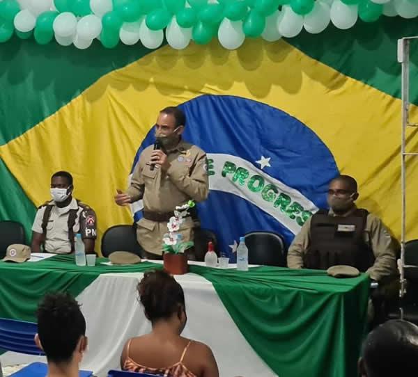 Comandante do 8º BPM visita a comunidade de Santa Maria Eterna e anuncia novidades para o policiamento.