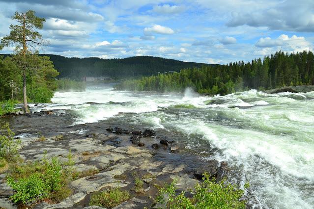 Vodopád Storforsen ve Švédsku.