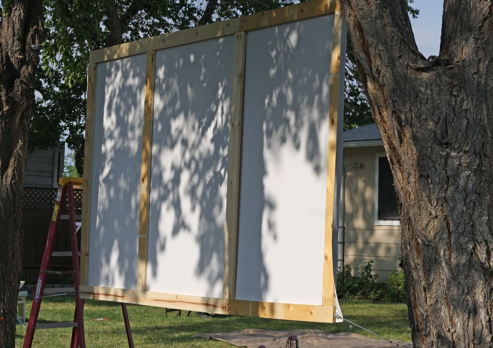 diy outdoor movie screen running with scissors bloglovin. Black Bedroom Furniture Sets. Home Design Ideas