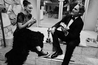 Rooney Mara y Joaquin Phoenix comiendo hamburguesas veganas, Oscars 2020