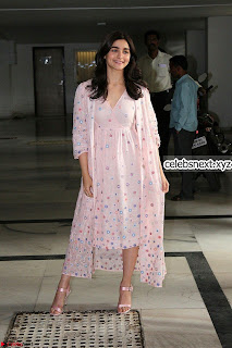 Alia Bhatt beautiful cream gown stunning beauty without makeup ~ Exclusive pics
