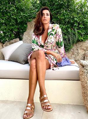 caterina balivo in Sardegna vestito estivo sandali belli 6 agosto