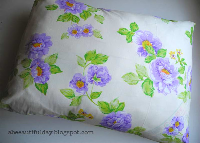 Tutorial-Single Piece Rectangular Pillow Cover-abeeautifulday.blogspot.com
