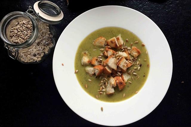 przepis na wegańską zupę krem z cukinii