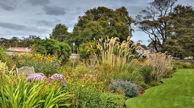 La bordura de herbáceas más larga del mundo en el Castillo de Dirleton, Escocia