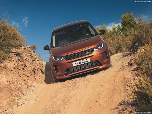 Land Rover Discovery Sport được trang bị nhiều hệ thống an toàn