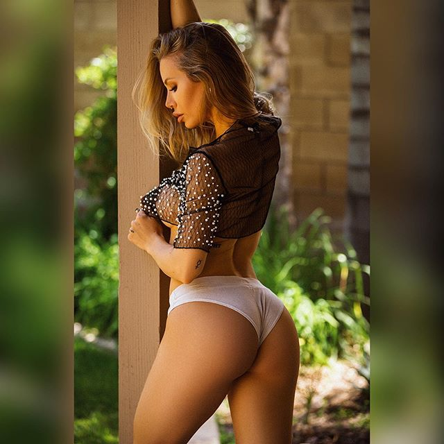 Nicole Aniston Hot & Sexy Pics