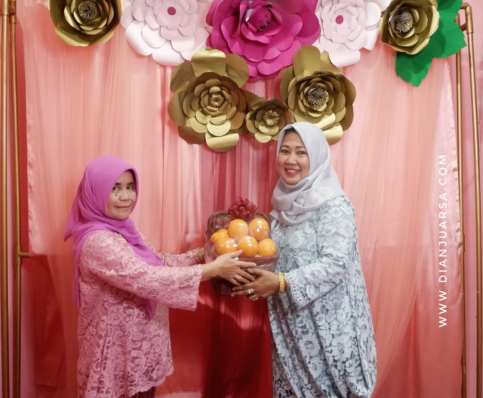 Ide Kreatif Membuat Backdrop Photo Booth Untold Story