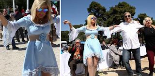 Η Μαρίνα Πατούλη φόρεσε τα θαλασσιά της και το έκαψε την Κυριακή του Πάσχα στο Μαρούσι