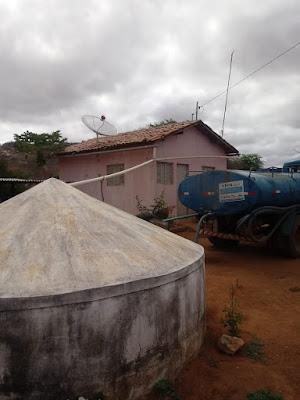 Prefeitura de Prata continua abastecendo comunidades da zona rural
