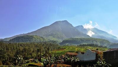 Tujuh Gunung Paling Angker Di Indonesia  AnakRegular.com  Berita Unik dan Aneh di Dunia Terbaru