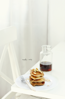 http://www.everydaycooking.pl/2016/03/najprostsze-pancakes-z-bananami-bez.html#more