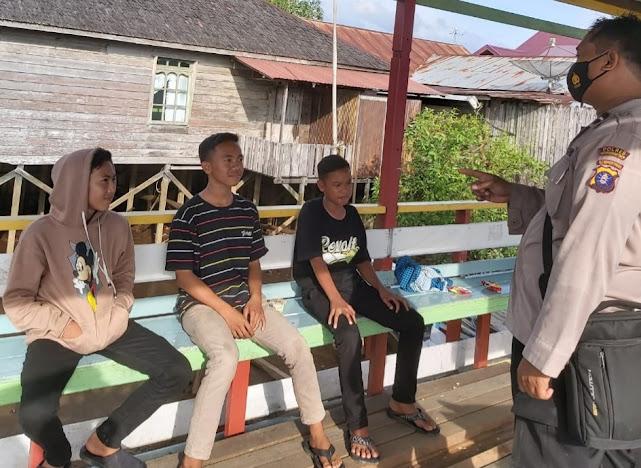 Penyuluhan Tentang Bahaya Narkoba di Tempat Penyeberangan Desa Bapinang Hulu