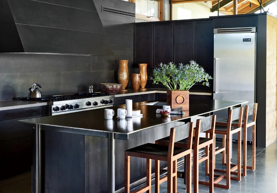 black-kitchen-cabinets-with-white-countertops
