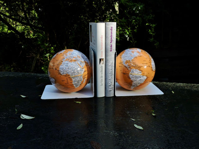A pair of travel themed bookends for the armchair traveller's books!